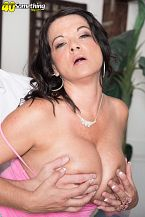 1990s big-tit star Betty Mounds rides anew!